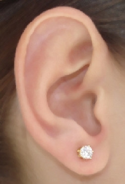 Ear Stud with Cubic Zirconia.